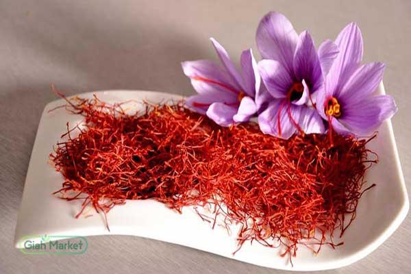 Sale of saffron in Tehran